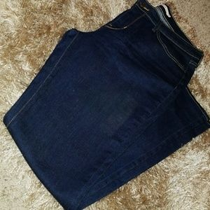Like new Levi Slim drak jeans